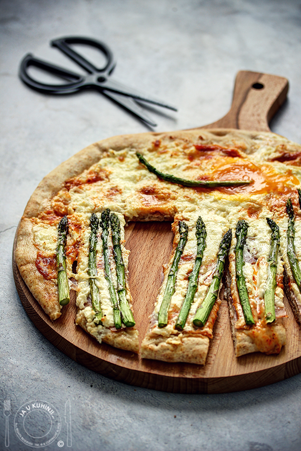 Bela pizza sa šparglama