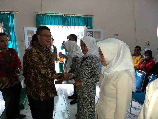 148 Dokter dan Bidan PTT Terima SK