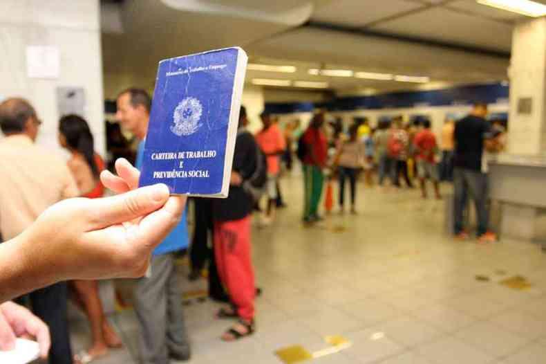 Bolsonaro permite suspensão do contrato de trabalho por até quatro meses