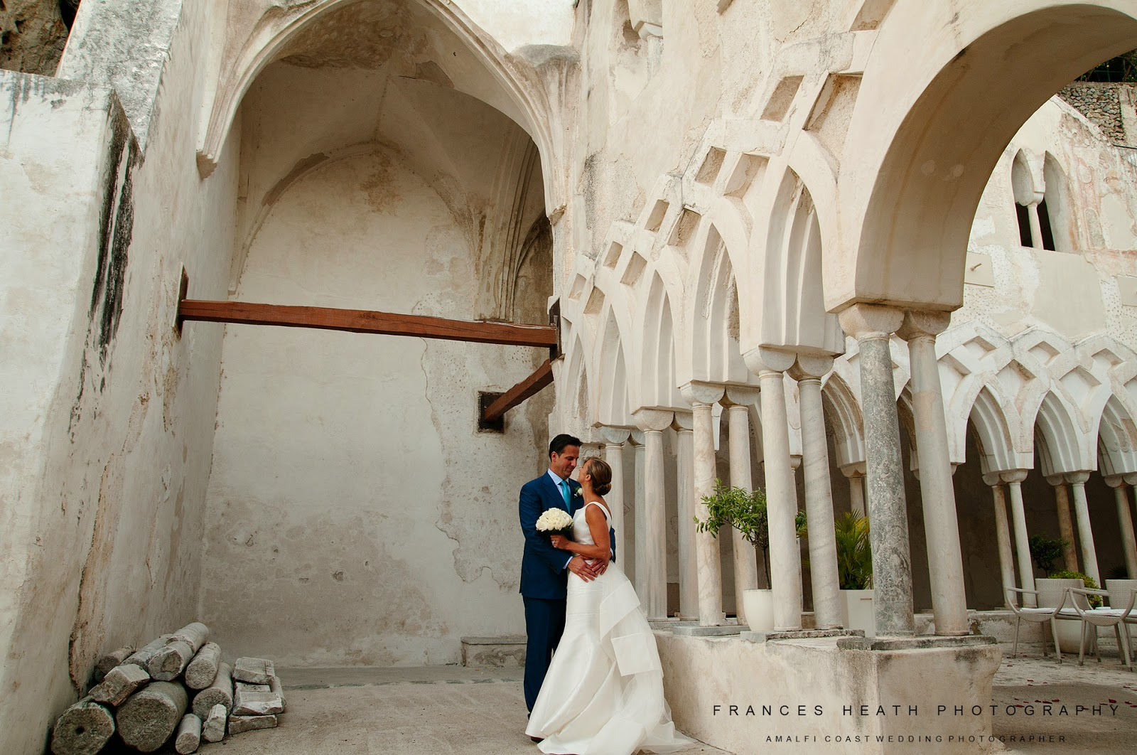 Wedding portrait in the cloisters of the Hotel Convento Amalfi