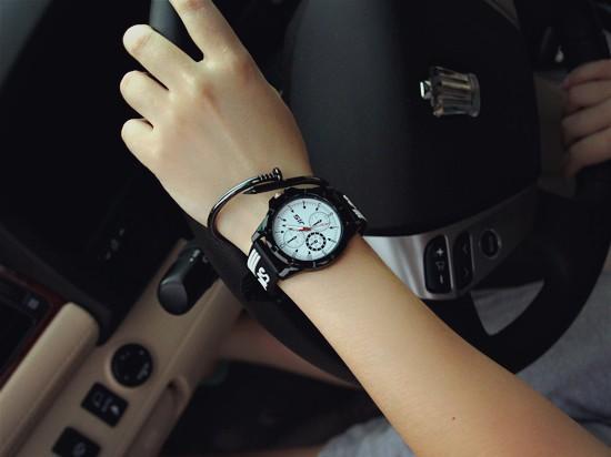 Cách chọn đồng hồ nữ làm trang sức sang trọng quý phái