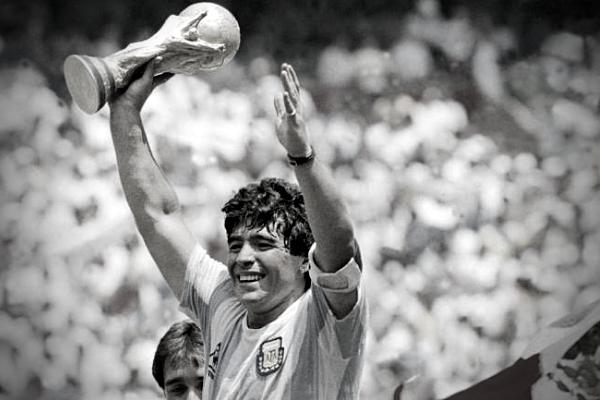 2020 Kembali Membawa Duka : Legenda Sepak Bola Argentina Diego Armando Maradona Meninggal Dunia
