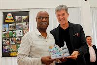 Na categoria Personalidade da Imprensa, Jose Carlos Lippi recebe troféu das mãos do Secretário de Meio Ambiente, José Carlos Simonini