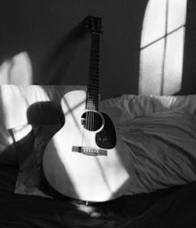 How to take care an acoustic guitar to make it durable