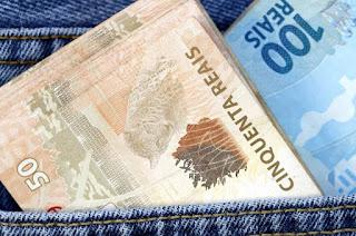http://vnoticia.com.br/noticia/3830-estado-paga-integralmente-os-salarios-de-junho-para-os-servidores-nesta-sexta-feira-dia-12
