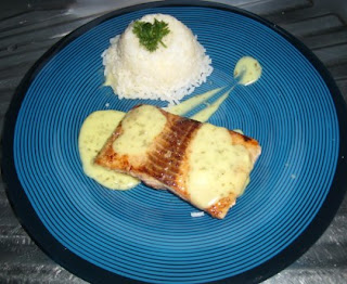 Quick sauce for salmon steaks