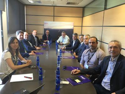 El aeropuerto de Castellón abre vías de colaboración con las patronales del sector cerámico