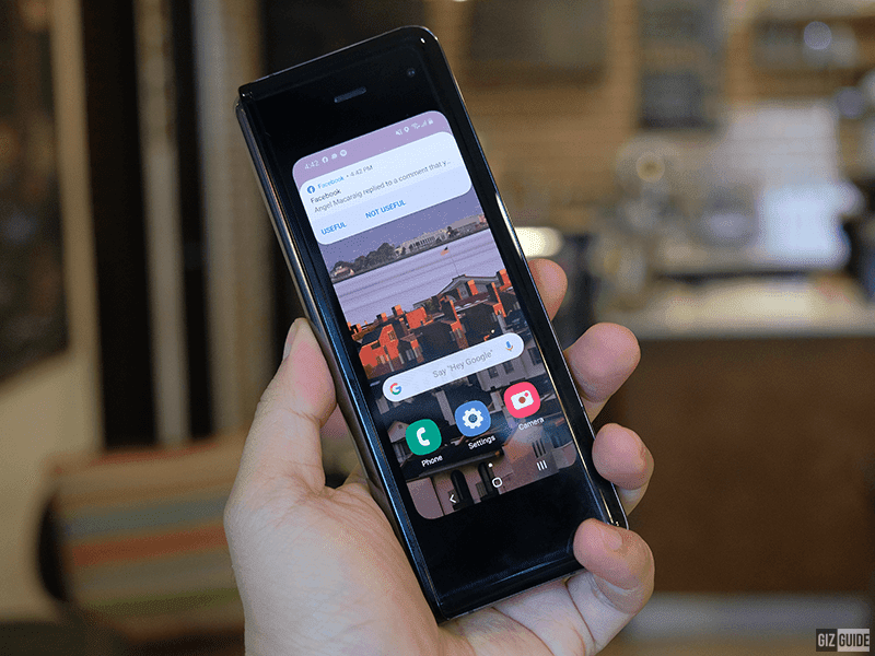 Samsung Galaxy Fold's outer 4.6-inch Super AMOLED display