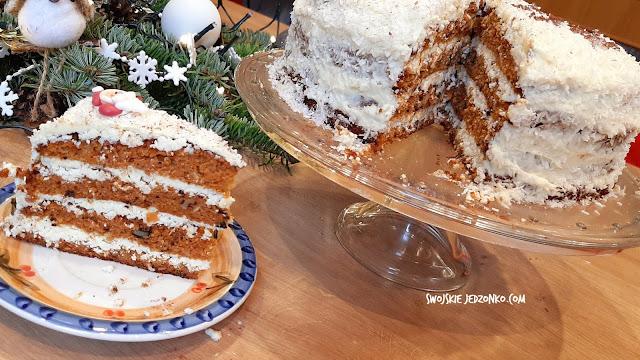 Zimowy tort marchewkowo - piernikowy z bakaliami i białą czekoladą - Czytaj więcej »