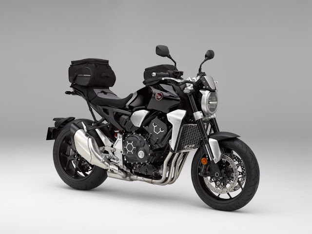 La Honda CB1000R 2018 es un modelo estándar con un montón de equipamiento original de fábrica