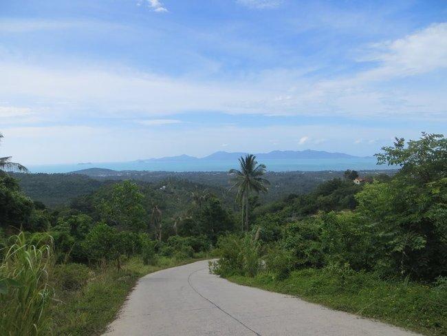 С горы Самуи видно остров Панган