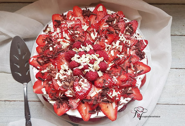 Tarta de nata con fresas