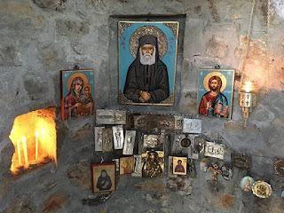 Εσωτερικό Δενδροκκλησιάς Άγιου Παΐσιου