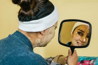 Masker oatmeal akan membantu proses eksfoliasi sel kulit mati