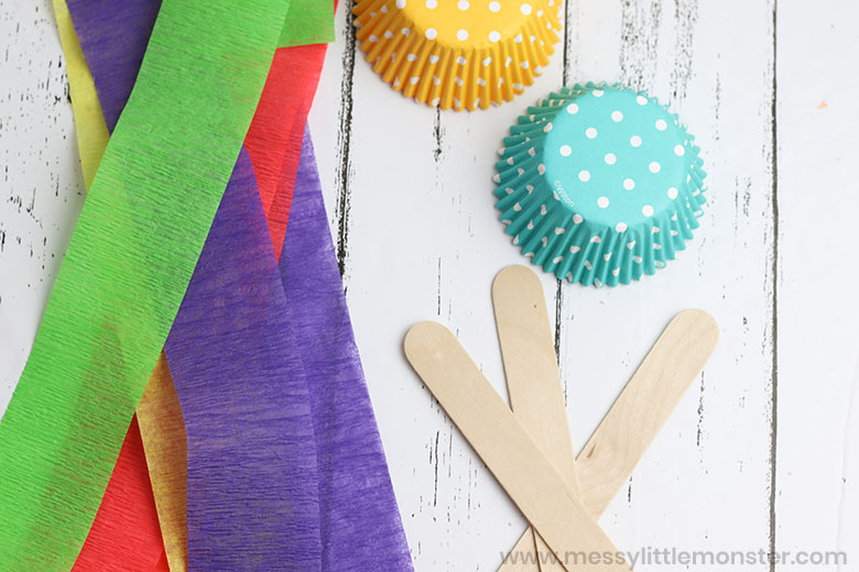 jellyfish craft. A fun ocean craft for toddlers and preschoolers.