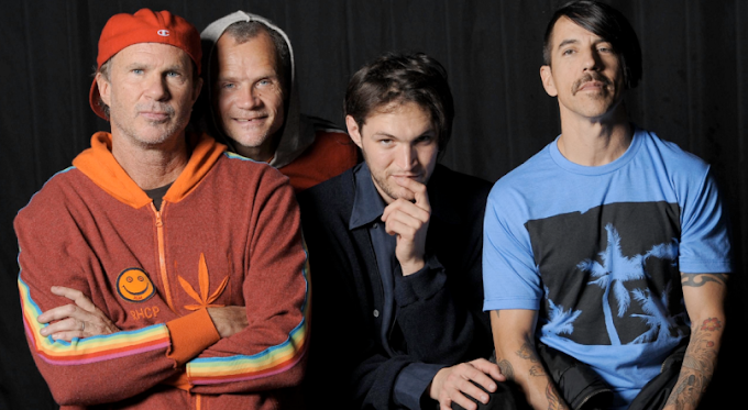 Nuevo trabajo de los Red Hot Chili Peppers. Escuchalo aqui.