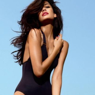 Lisa haydon movies, age, hot, bikini, biography, family, parents, venkat, karan bhojwani, queen, feminism, boyfriend, photos, engaged, films, in queen, images, photoshoot