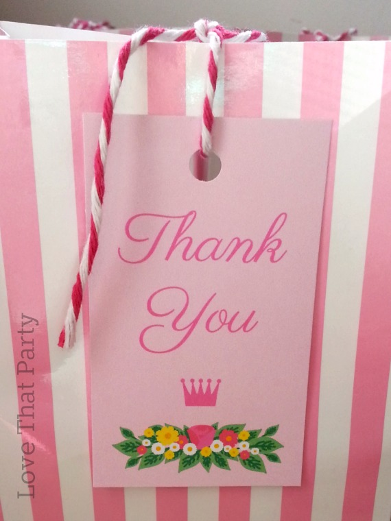 Image of party favour bags at princess party for ghildrean with thank you tags in pink
