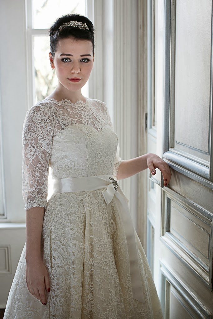 1950s Lace Lace Fashion Article Popularity Of 1950s Lace: 1950s WEDDING DRESSES - A GUIDE.