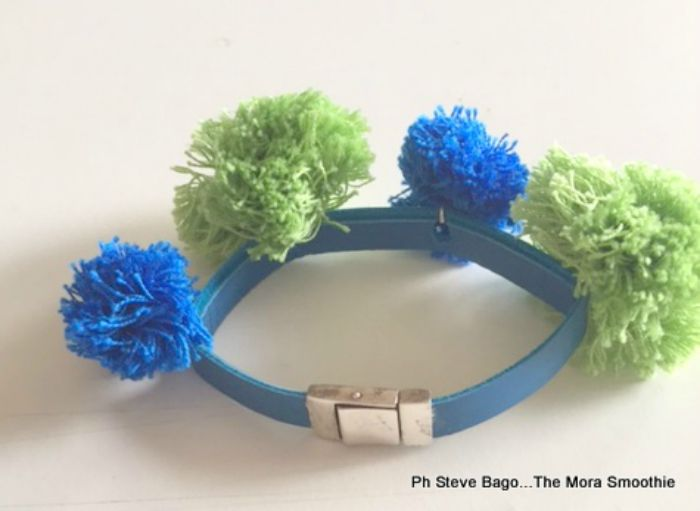 DIY bracelet, fai da te bracciale, pom pom, fashionblog, fashionblogger, italian blogger, blogger, themorasmoothie, paola buonacara, video , bracelet, youtube, do it ypur self, tutorial, tutorial bracelet, diy fashion,