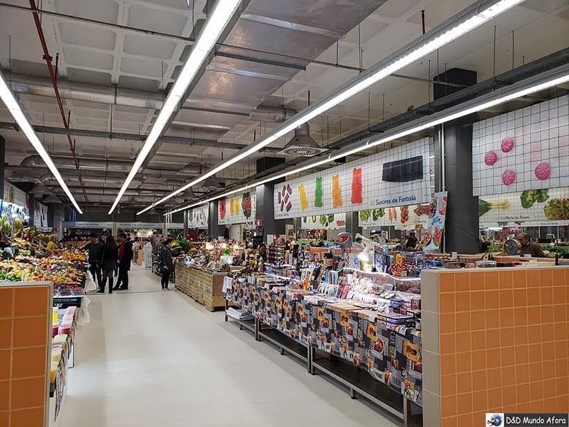 Interior do Mercado Temporário do Bolhão - O que fazer no Porto, Portugal
