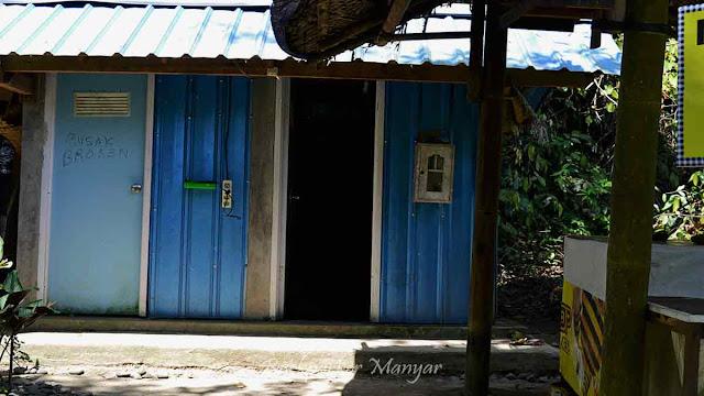 Fasilitas toilet di Air Terjun Goa Rangreng Bali