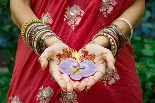 Hindi Shayari on Women| Hindi Shayari About Life of a Woman