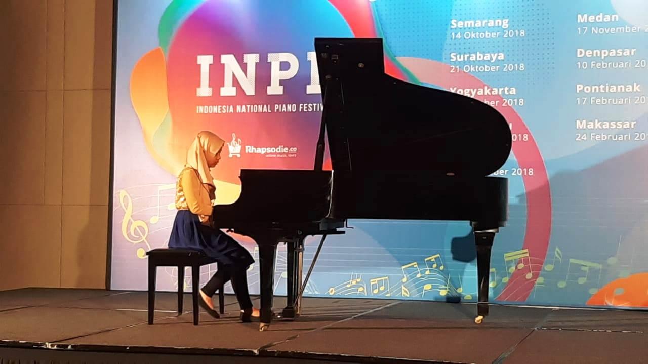 penampilan teteh rafa dengan lagu dangerous journey di indonesia national piano festival nurul sufitri mom lifestyle blogger event musik
