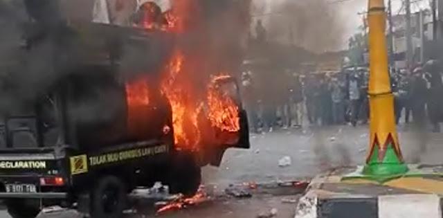 Mobil Komando Massa Buruh Di Cikarang Terbakar