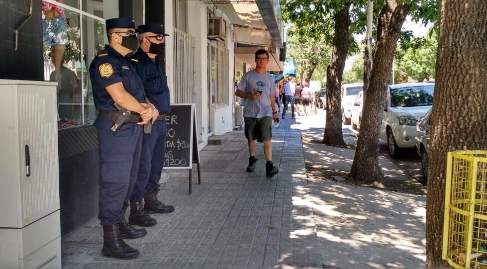 policia calle crespo