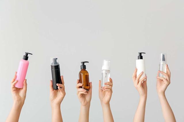 Désinfectant naturel pour les mains à base des ingrédients antibactériens et hydratants