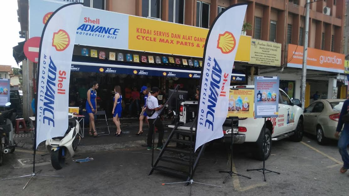 Motoring-Malaysia: ROADSHOW TO PROMOTE SHELL ADVANCE LIMITED EDITION