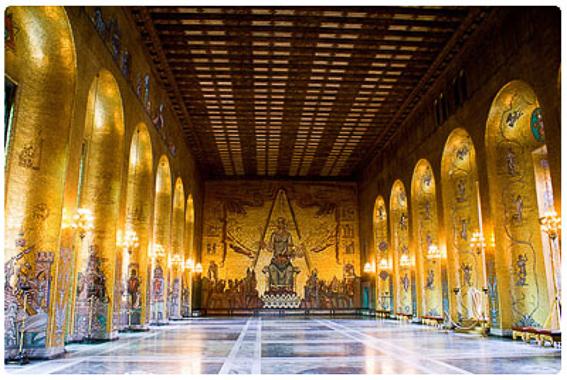 Sala dorada. El ayuntamiento de Estocolmo a orillas del lago Malaren