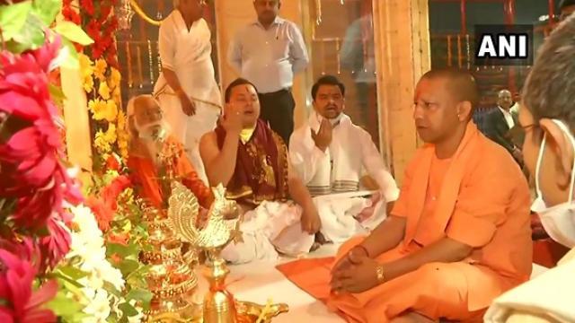राम जन्मभूमि के अस्थाई मंदिर में विराजमान हुए रामलला