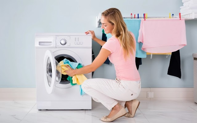 Βάζετε μαλακτικό στο πλυντήριο αλλά δεν μυρίζουν τα ρούχα; Ιδού οι λόγοι