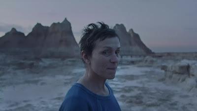 フランシス・マクドーマンド、映画『ノマドランド』の1シーン、写真:Searchlight Pictures/AP