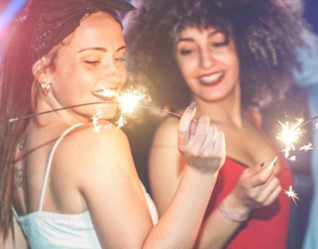 young-people-hotels-rimini-capodanno-2020-poracci-in-viaggio