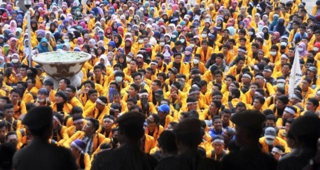FKMUMB: Jokowi Harus Kembali ke UUD 45 Asli