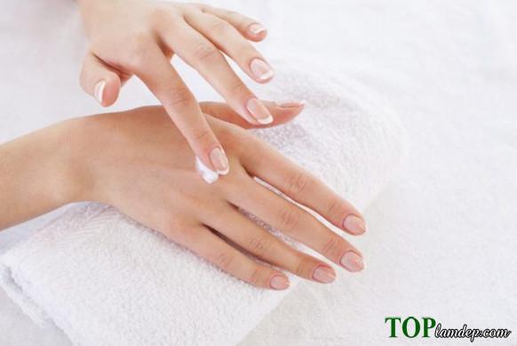 8 cách dưỡng da tay bị khô hiệu quả nhất bạn đã biết?