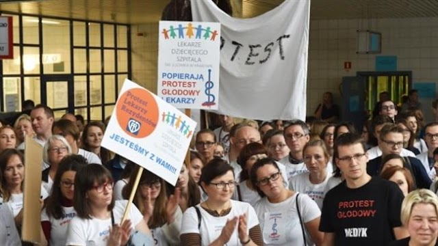 Polish doctors protest against government