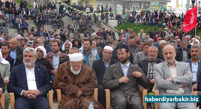 """DİYARBAKIR-Peygamber Sevdalıları Platformu tarafından, Çınar ilçesinde """"Hak ve Adalet Rehberi Hz. Muhammed (sav)"""" temasıyla düzenlenen Kutlu Doğum etkinliği coşkuyla gerçekleştirildi."""
