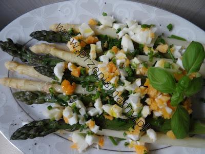 Szparagi gotowane z jajkami