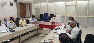 संभाग आयुक्त श्री सक्सेना ने संभागीय अधिकारियों की बैठक में दिए निर्देश