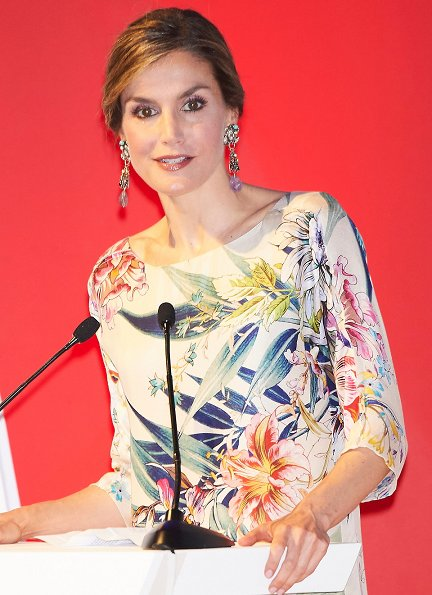 Queen Letizia attended the Ceremony of the 3rd National Fashion Awards 2015