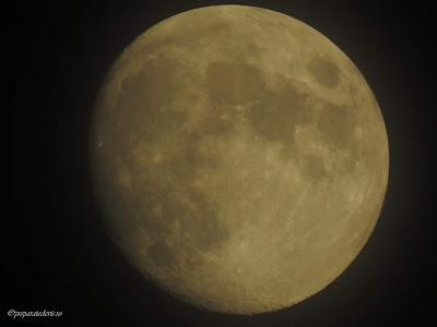 Poza cu Luna zoom cu Nikon,