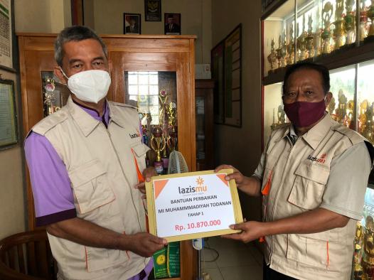 Lazismu Berikan Bantuan Uang Tunai Korban Pohon Tumbang