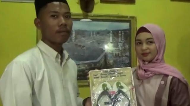 Viral Wanita Ini Dinikahi Pria Lombok dengan Mas Kawin Sandal Jepit & Segelas Air Putih: Udah Cukup
