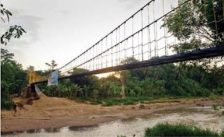 Jembatan Gantung  Ciwaru, yang dibangun  dengan bantuan dana dari  PT Krakatau Steel sebesar  Rp 1 Miliar.