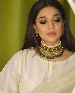 white kurta with heavy jewellery photos