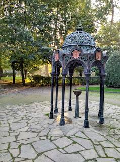 Detalle del parque Isabel La Católica en Gijon Asturias